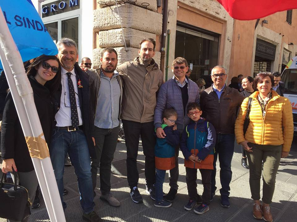 """La Lega Nord Umbria presente alla manifestazione a sostegno della Perugina. Caparvi: """" Difendere la Perugina per dare futuro ai giovani umbri"""""""